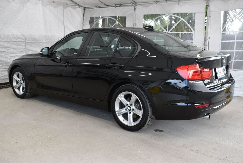 2014 BMW 3 Series 320i - 18218711 - 3