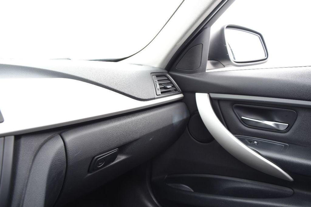 2014 BMW 3 Series 320i - 17546899 - 36