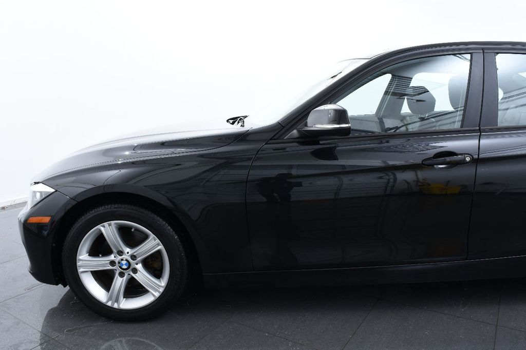 2014 BMW 3 Series 320i - 17546899 - 4