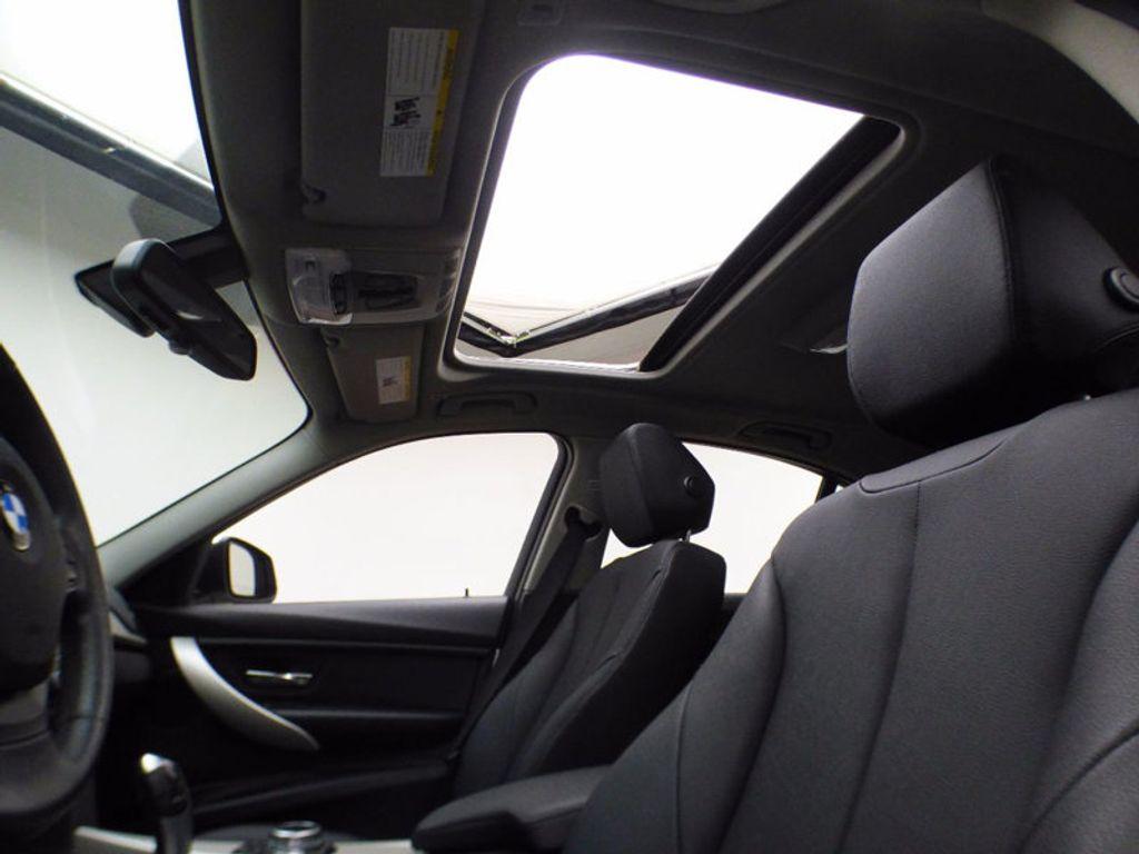 2014 BMW 3 Series 320i xDrive - 16660379 - 9