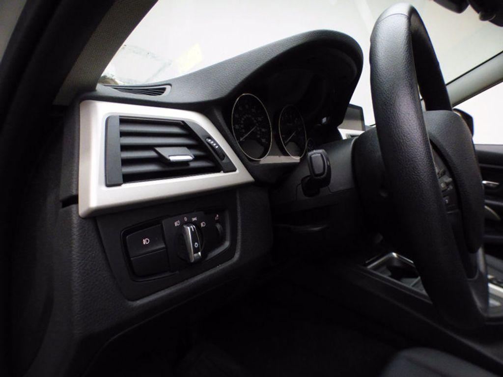 2014 BMW 3 Series 320i xDrive - 16660379 - 10