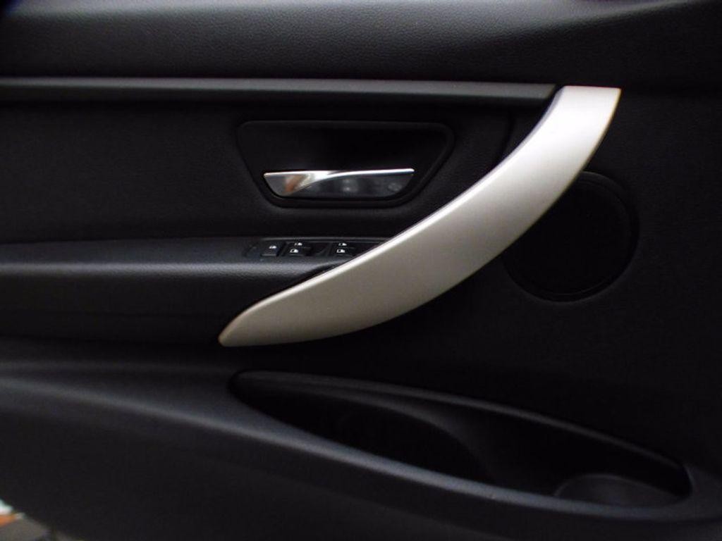 2014 BMW 3 Series 320i xDrive - 16660379 - 13