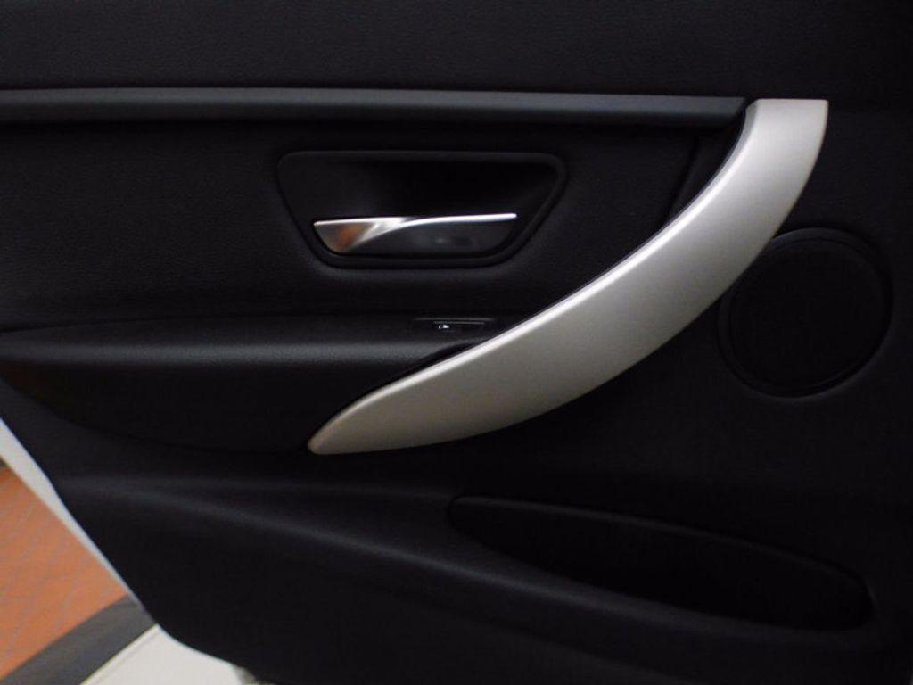 2014 BMW 3 Series 320i xDrive - 16660379 - 15