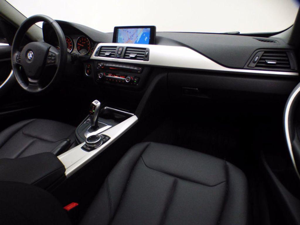 2014 BMW 3 Series 320i xDrive - 16660379 - 22