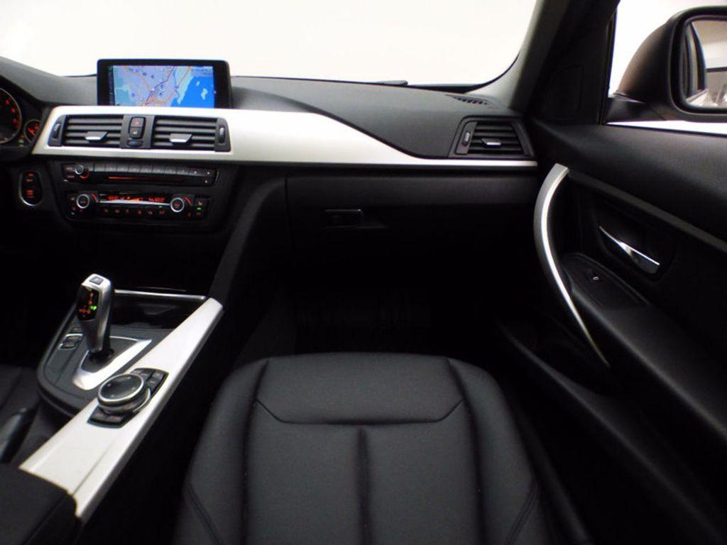 2014 BMW 3 Series 320i xDrive - 16660379 - 23