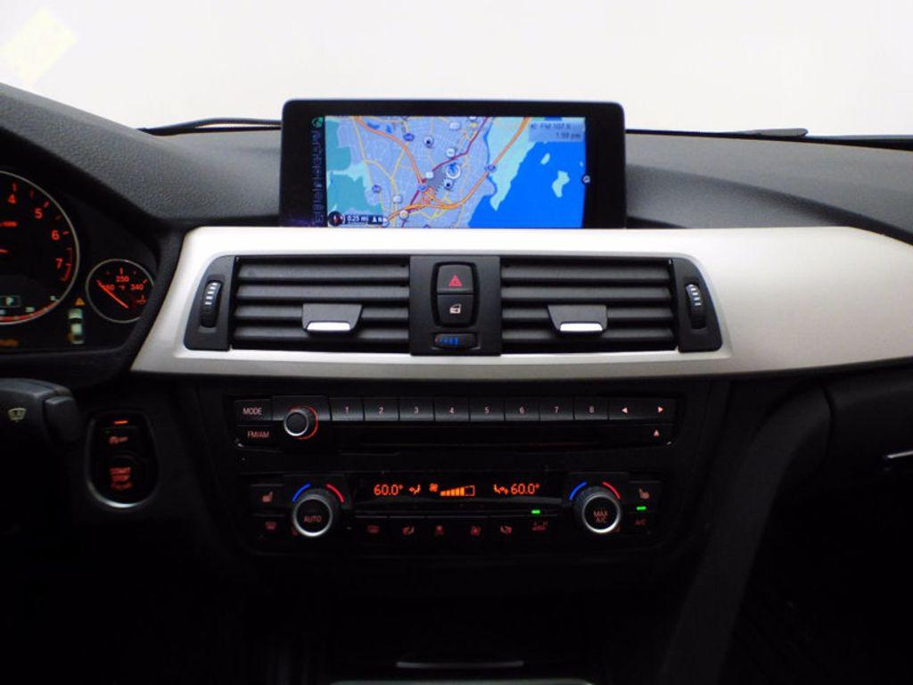 2014 BMW 3 Series 320i xDrive - 16660379 - 25