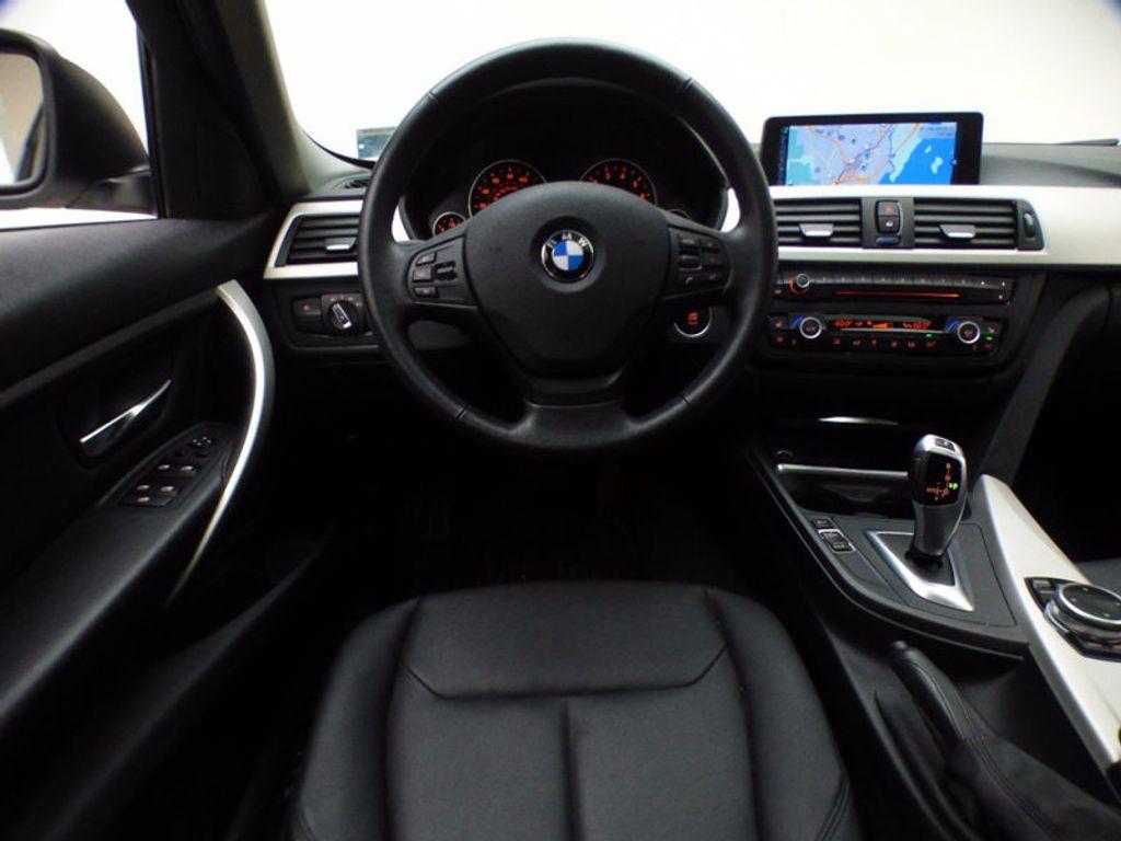 2014 BMW 3 Series 320i xDrive - 16660379 - 28