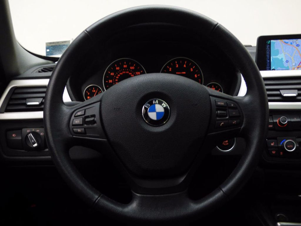 2014 BMW 3 Series 320i xDrive - 16660379 - 29