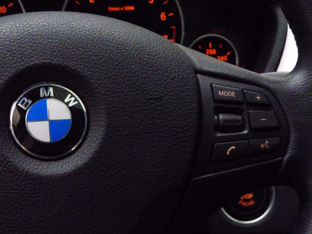 2014 BMW 3 Series 320i xDrive - 16660379 - 31