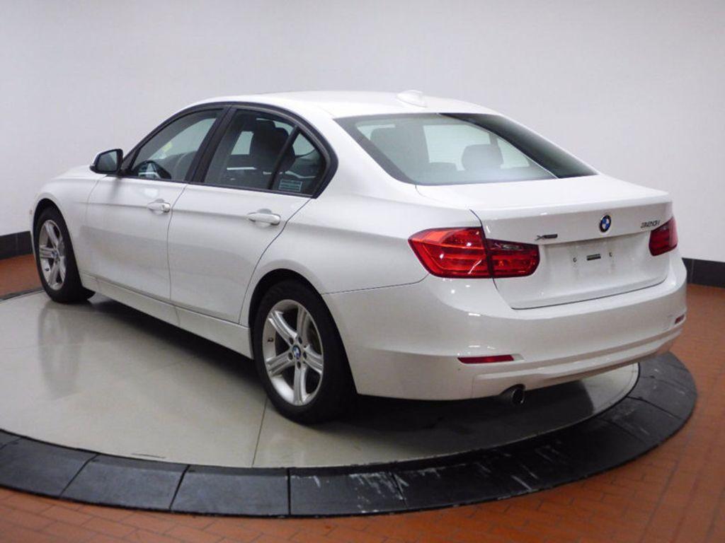 2014 BMW 3 Series 320i xDrive - 16660379 - 3
