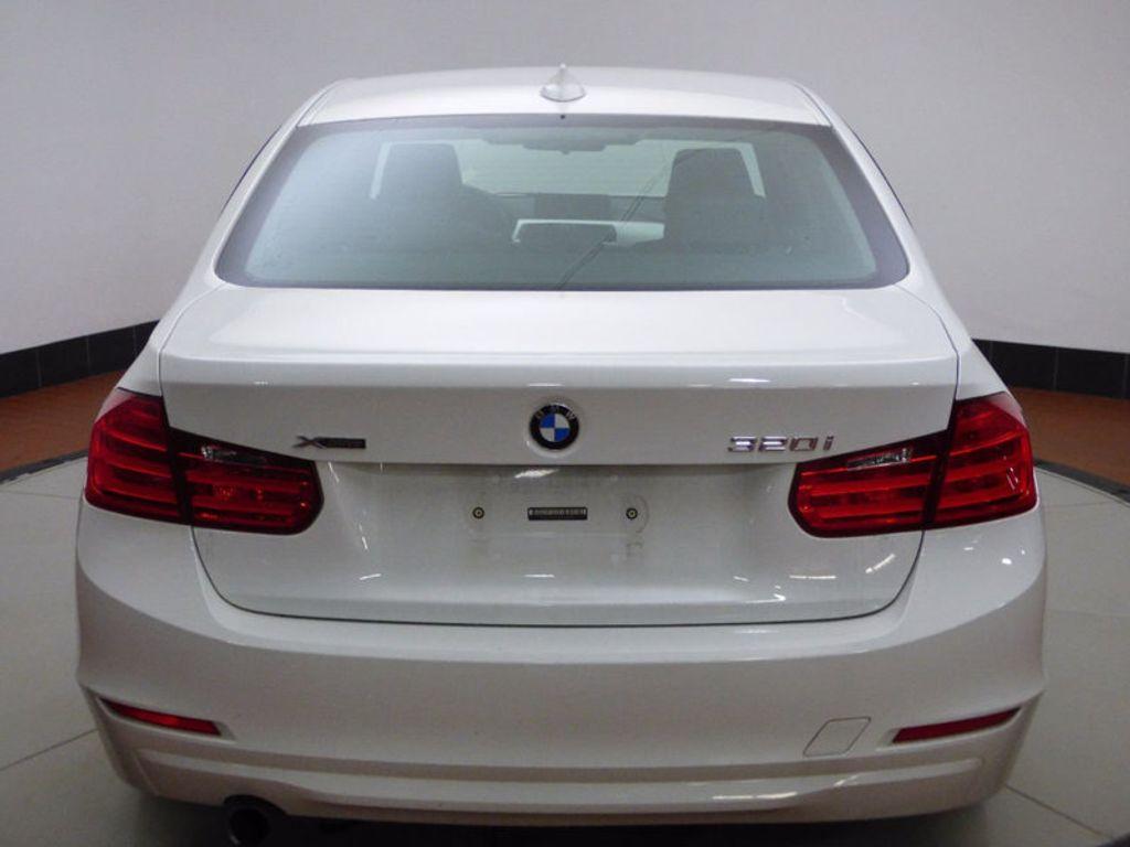 2014 BMW 3 Series 320i xDrive - 16660379 - 4