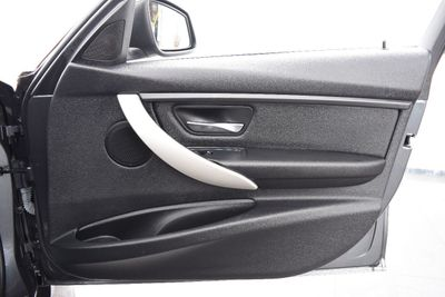 2014 BMW 3 Series 320i xDrive - Click to see full-size photo viewer