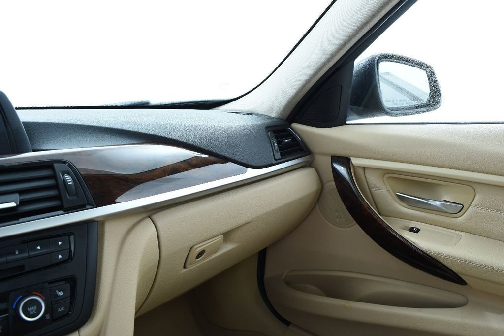 2014 BMW 3 Series 328i xDrive - 17638744 - 32