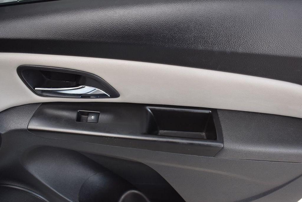 2014 Chevrolet CRUZE 4dr Sedan Automatic LS - 18550329 - 17