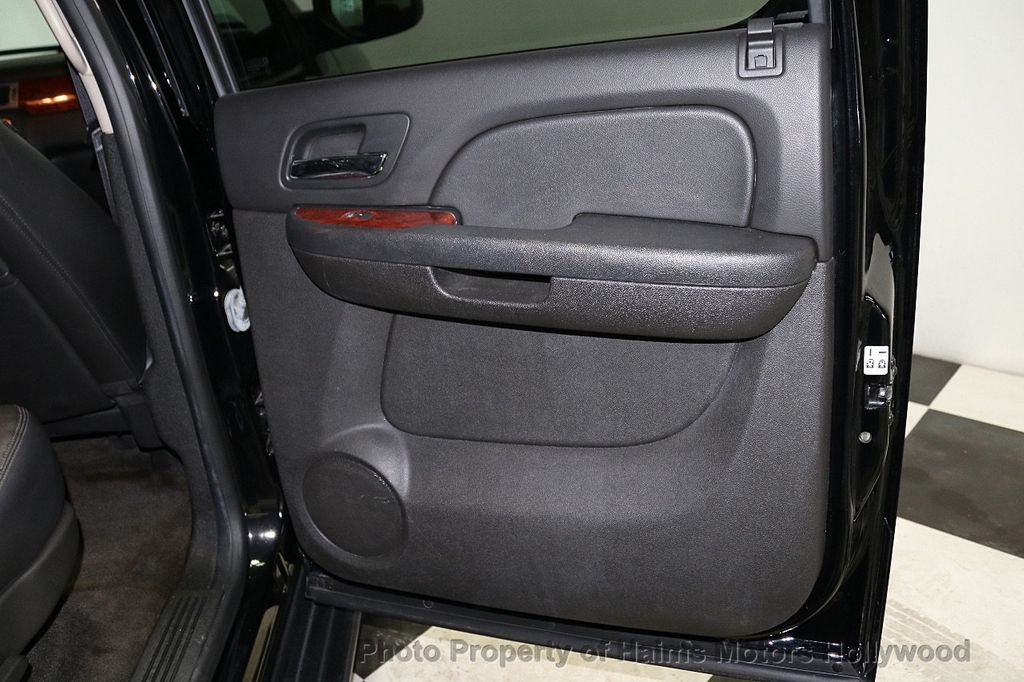 2014 Chevrolet Suburban 4WD 4dr LT - 18607414 - 11