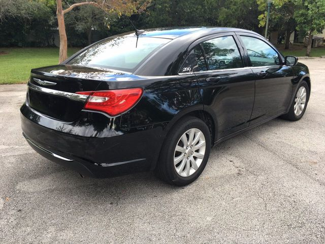 2014 Chrysler 200 4dr Sedan Touring - Click to see full-size photo viewer