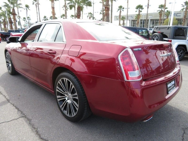2014 Chrysler 300 4dr Sedan 300S RWD - 17239389 - 10