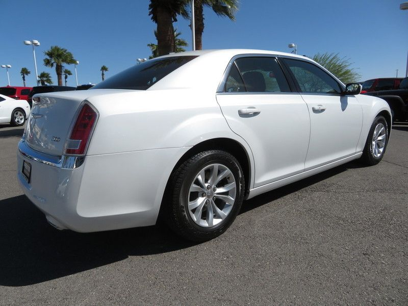 2014 Chrysler 300 Base Trim - 17454767 - 11