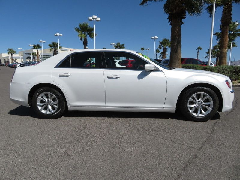 2014 Chrysler 300 Base Trim - 17454767 - 3