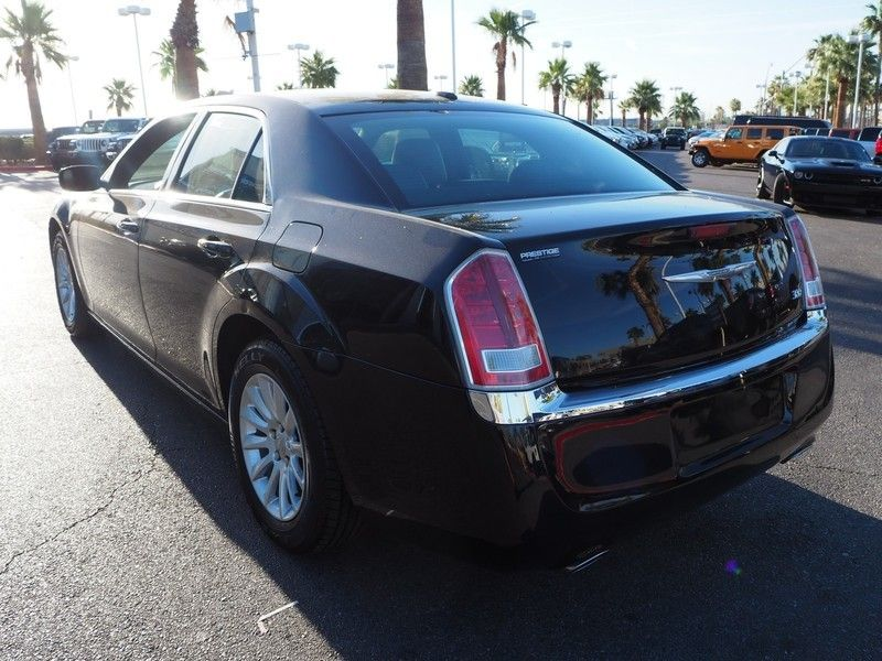 2014 Chrysler 300 Base Trim - 17749415 - 9