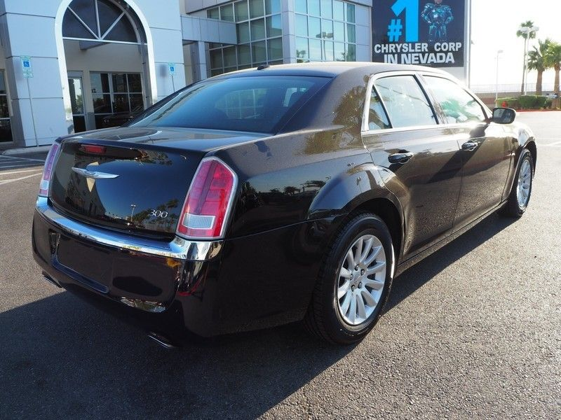 2014 Chrysler 300 Base Trim - 17749415 - 11