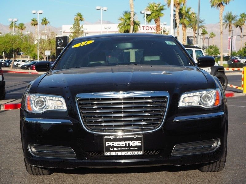 2014 Chrysler 300 Base Trim - 17749415 - 1