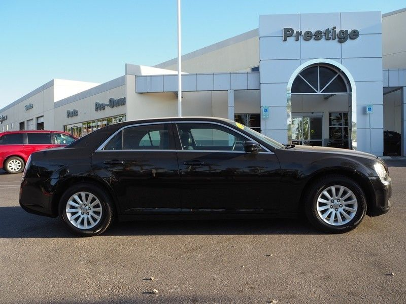 2014 Chrysler 300 Base Trim - 17749415 - 3