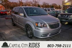 2014 Chrysler Town & Country - 235139