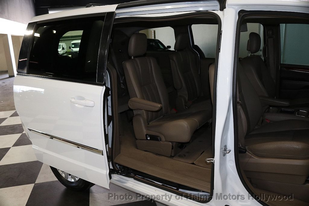 2014 Chrysler Town & Country 4dr Wagon Touring - 17667683 - 11