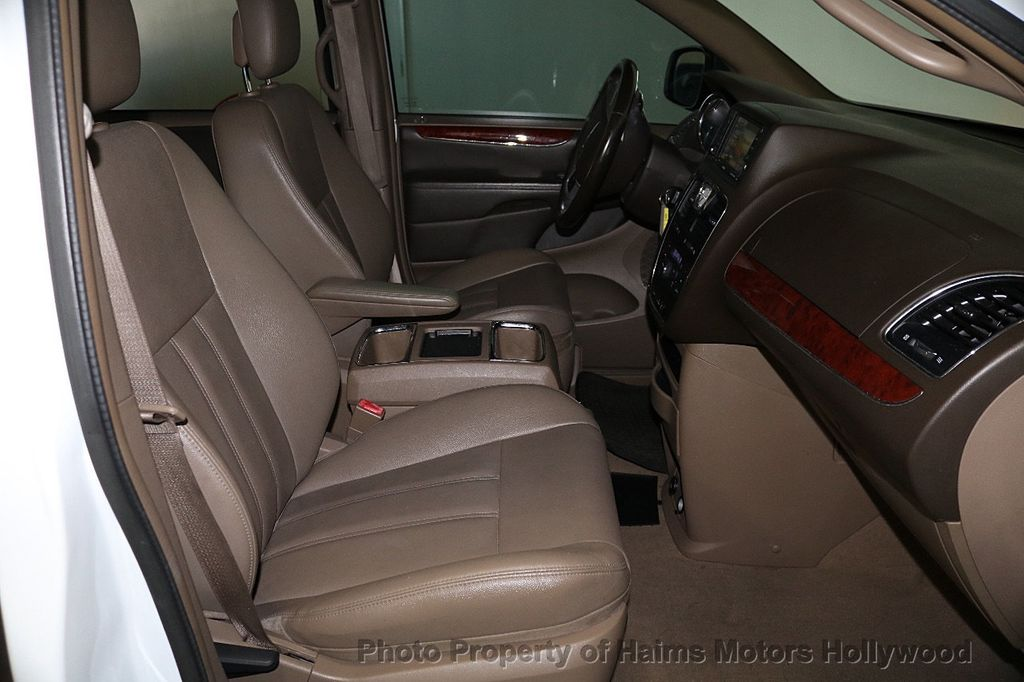 2014 Chrysler Town & Country 4dr Wagon Touring - 17667683 - 13
