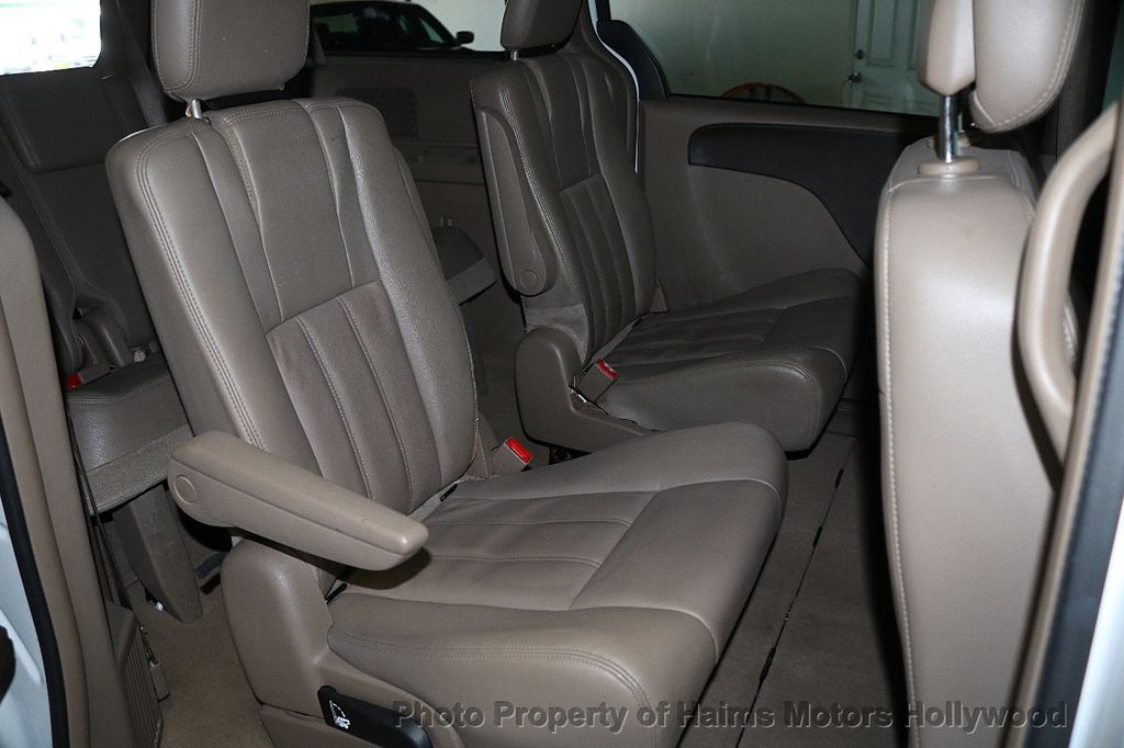 2014 Chrysler Town & Country 4dr Wagon Touring - 17667683 - 14