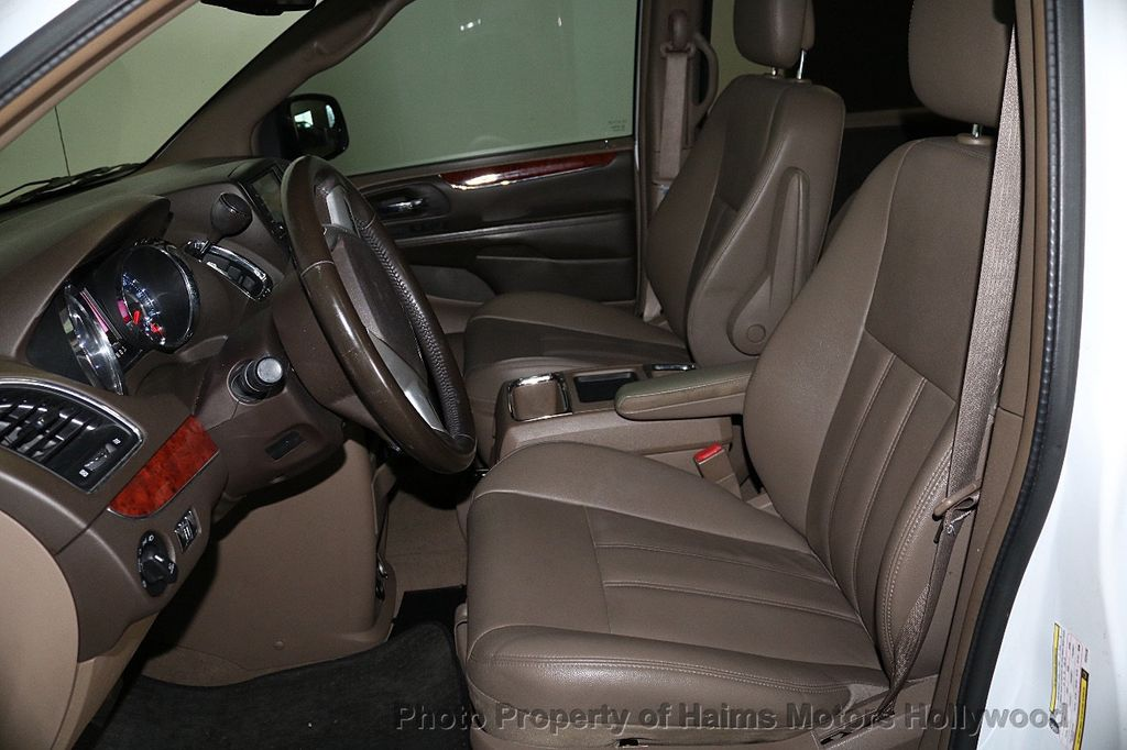 2014 Chrysler Town & Country 4dr Wagon Touring - 17667683 - 19