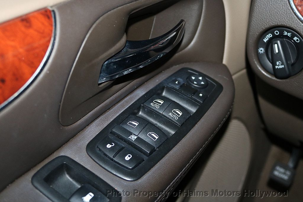 2014 Chrysler Town & Country 4dr Wagon Touring - 17667683 - 25