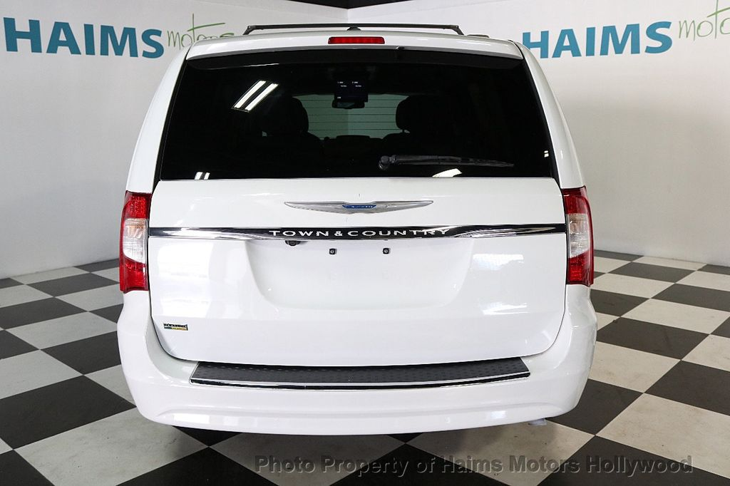 2014 Chrysler Town & Country 4dr Wagon Touring - 17667683 - 5