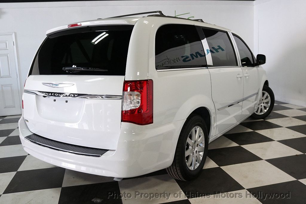 2014 Chrysler Town & Country 4dr Wagon Touring - 17667683 - 6