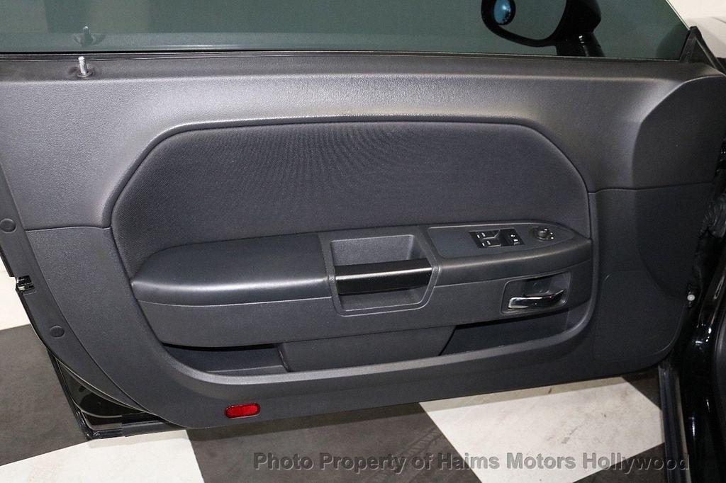 2014 Dodge Challenger 2dr Coupe SXT - 18712610 - 8