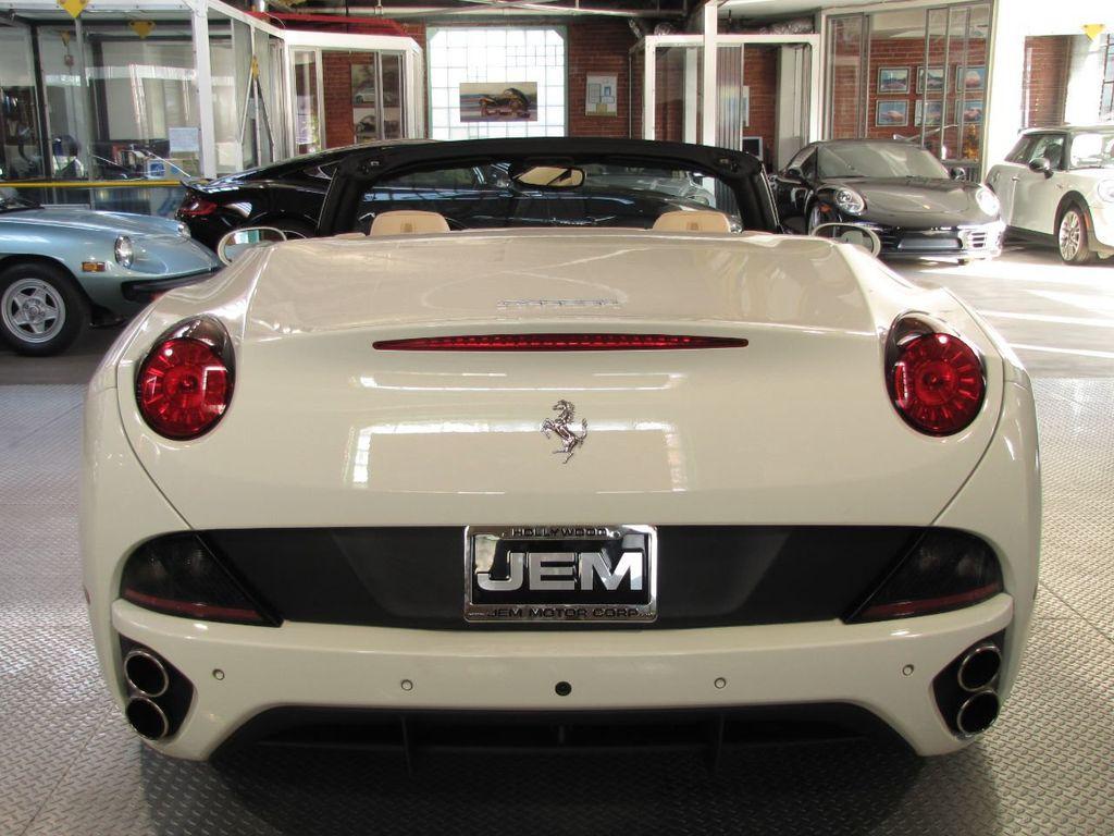 2014 Ferrari California 2dr Convertible - 18327274 - 3