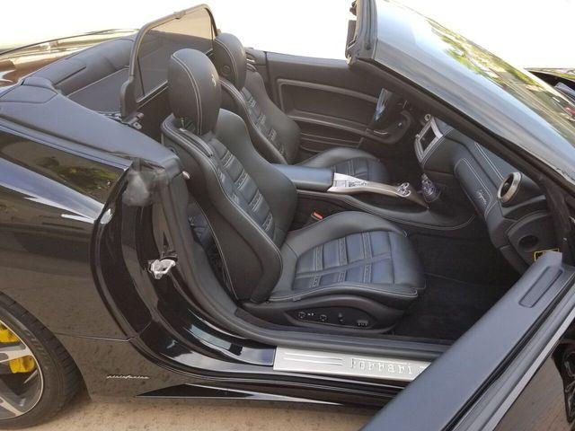 2014 Ferrari California 2dr Convertible - 17952873 - 32