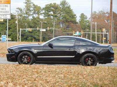 2014 Ford Mustang 2dr Coupe V6 - Click to see full-size photo viewer
