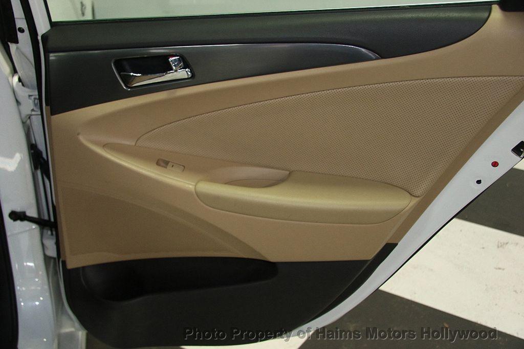 2014 Hyundai Sonata Hybrid 4dr Sedan Limited - 17069642 - 14