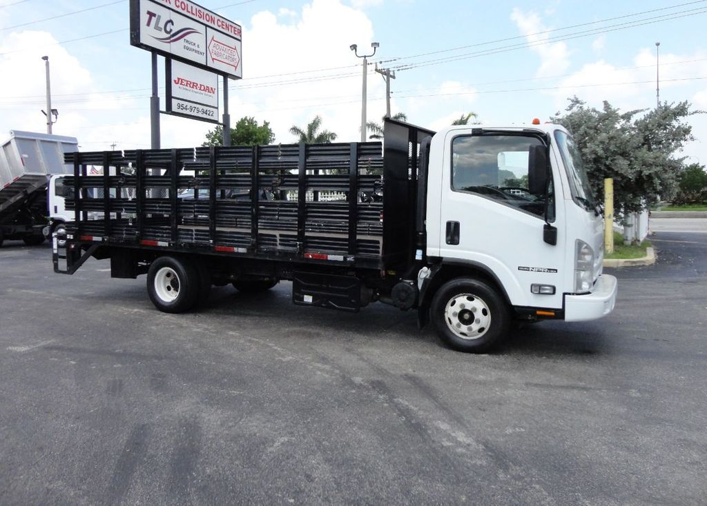 2014 Isuzu NPR HD 16FT FLATBED STAKE BED WITH LIFTGATE..STAKE TRUCK. - 17742657 - 4
