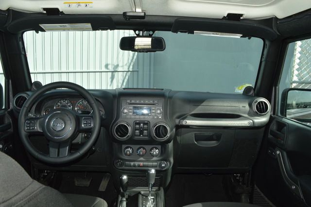 2014 Jeep Wrangler Unlimited Sport - 19002090 - 16