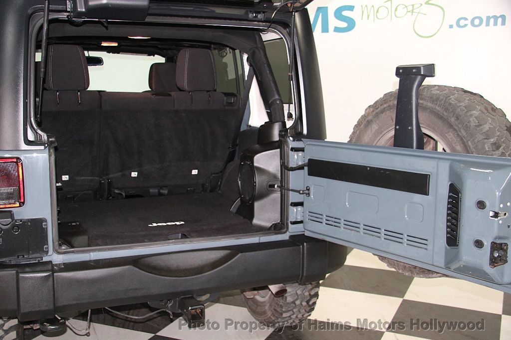 2014 Jeep Wrangler Unlimited 4WD 4dr Rubicon - 17409672 - 10