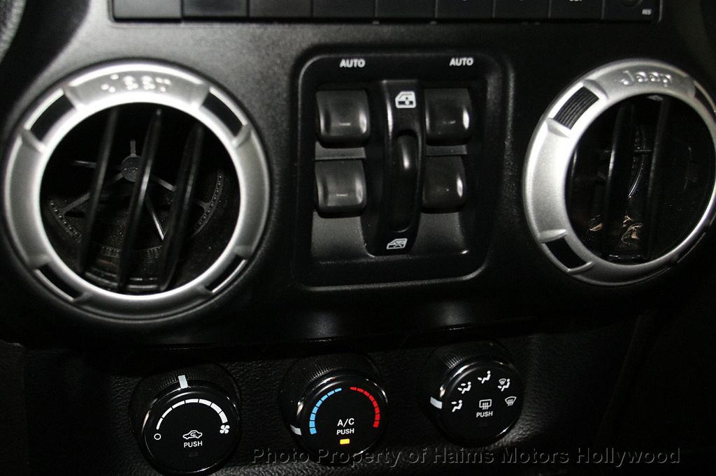 2014 Jeep Wrangler Unlimited 4WD 4dr Rubicon - 17409672 - 22