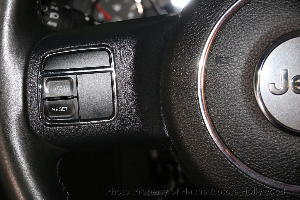 2014 Jeep Wrangler Unlimited 4WD 4dr Rubicon - 17409672 - 25