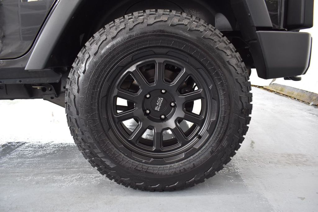 2014 Jeep Wrangler Unlimited 4WD 4dr Willys Wheeler - 18343621 - 10
