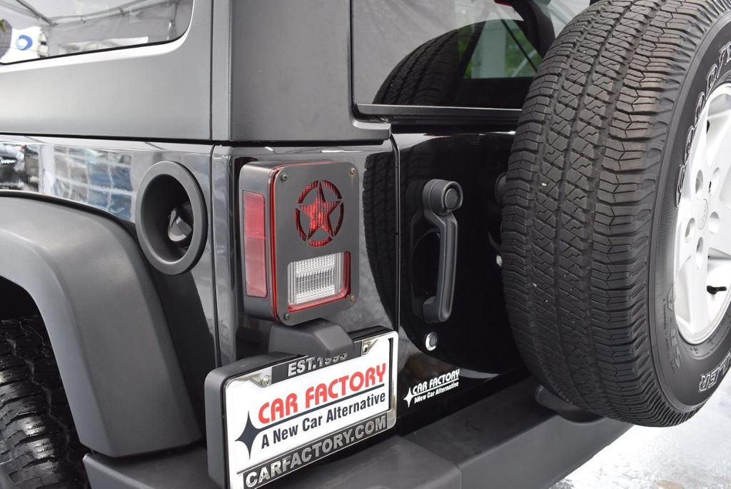 2014 Jeep Wrangler Unlimited 4WD 4dr Willys Wheeler - 18343621 - 6