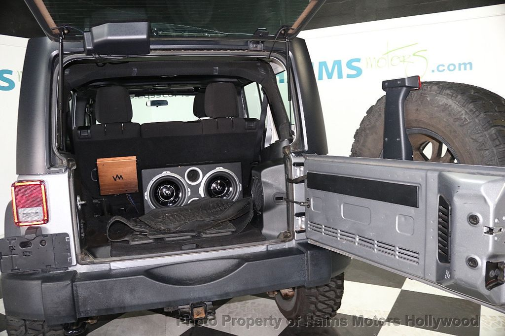 2014 Jeep Wrangler Unlimited 4WD 4dr Willys Wheeler - 17810296 - 11