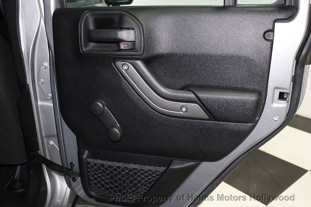 2014 Jeep Wrangler Unlimited 4WD 4dr Willys Wheeler - 17810296 - 15