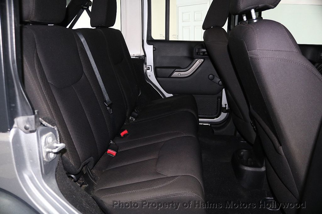 2014 Jeep Wrangler Unlimited 4WD 4dr Willys Wheeler - 17810296 - 18